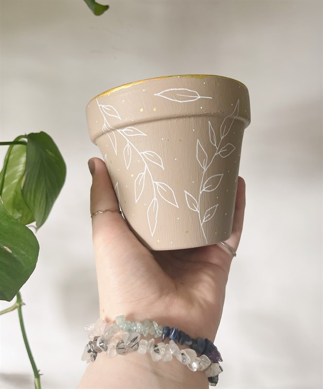 Beige Leaf 11cm Terracotta Plant Pot