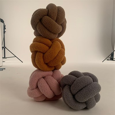 Tower of knotted pillows