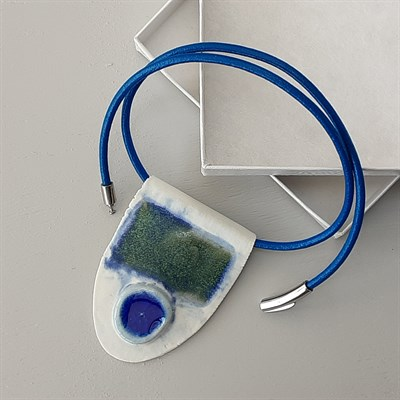 Porcelain necklace with blue feature with box