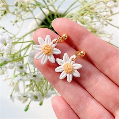 Simplistic Small Daisy Earrings