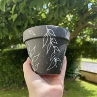 Black Leaf Pattern Terracotta Plant Pot gallery shot 15