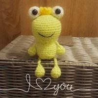 Crochet frog keyring