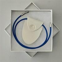 Porcelain necklace with blue feature reverse