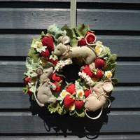 Strawberry Thieves Summer Wreath Pattern
